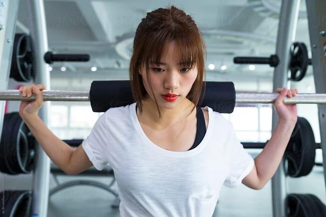 Lót dạ bằng loại sinh tố này trước khi đến phòng tập gym, tốc độ đốt mỡ giảm cân của chị em sẽ được gia tăng đáng kể - Ảnh 1.