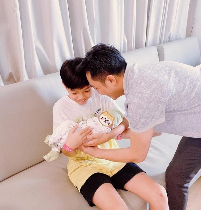 Mới 10 tuổi nhưng con trai Cường Đô La đã được bố khen ra dáng thanh niên nhờ làm điều này - Ảnh 3.