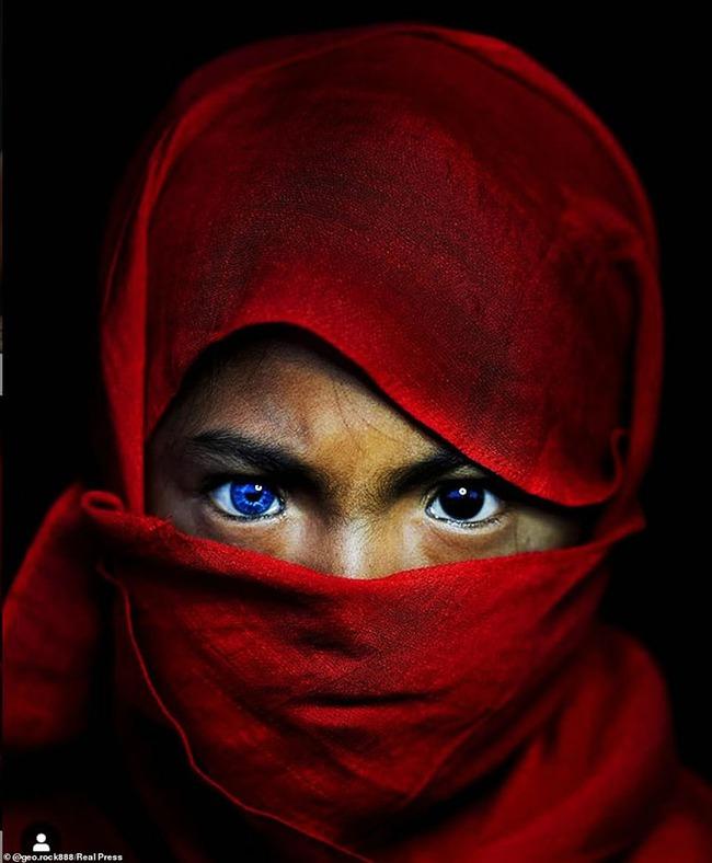 Hội chứng di truyền hiếm gặp khiến bộ tộc người Indonesia này có đôi mắt màu xanh phát sáng - Ảnh 4.