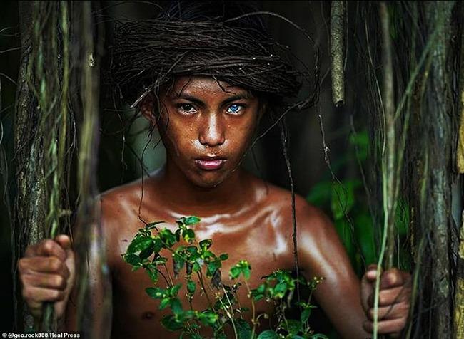 Hội chứng di truyền hiếm gặp khiến bộ tộc người Indonesia này có đôi mắt màu xanh phát sáng - Ảnh 5.