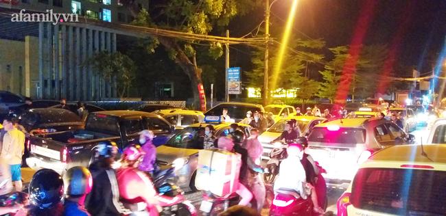 Hà Nội: Phản đối chủ đầu tư chiếm tầng hầm, cư dân dùng sân làm chỗ để xe - Ảnh 11.