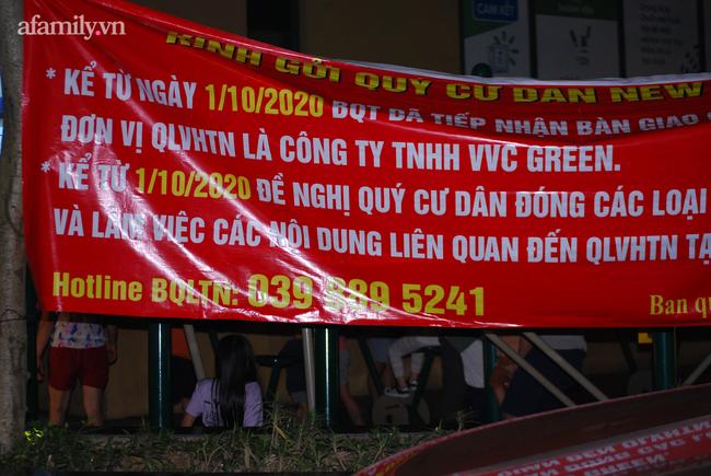 Hà Nội: Phản đối chủ đầu tư chiếm tầng hầm, cư dân dùng sân làm chỗ để xe - Ảnh 3.