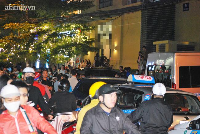Hà Nội: Phản đối chủ đầu tư chiếm tầng hầm, cư dân dùng sân làm chỗ để xe - Ảnh 6.