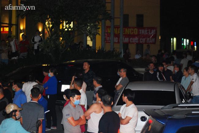 Hà Nội: Phản đối chủ đầu tư chiếm tầng hầm, cư dân dùng sân làm chỗ để xe - Ảnh 7.