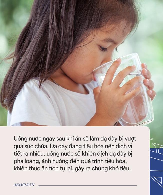 Trẻ bị tổn thương lá lách chỉ vì được cha mẹ cho uống nước sai cách vào 3 thời điểm này - Ảnh 1.