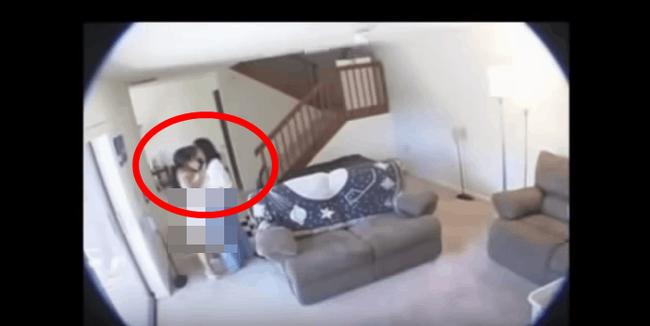 Nghi ngờ nữ giúp việc ăn cắp, người chồng bí mật lắp camera theo dõi trong nhà nhưng lại phát hiện sự thật kinh khủng hơn về vợ mình - Ảnh 1.