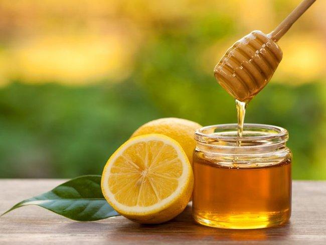 Mật ong và chanh tạo thành thuốc trị ho dứt điểm vào giai đoạn chuyển mùa nhưng khi sử dụng cần chú ý điều này để phát huy hiệu quả tốt nhất - Ảnh 1.