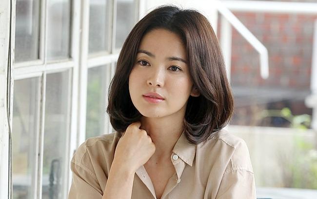 """Nhìn bộ sưu tập tóc ngắn của Song Hye Kyo là biết ngay kiểu nào giúp hack tuổi, kiểu nào khiến chị em """"dừ"""" hẳn đi - Ảnh 2."""