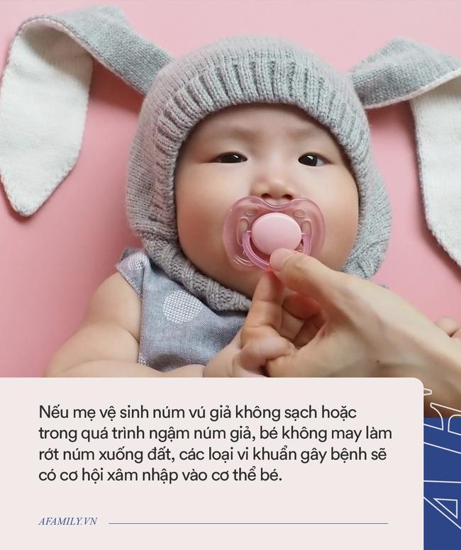 """Bé 2 tuổi suốt ngày """"chu mỏ"""", mẹ khen dễ thương nhưng bà nội bế thẳng vào viện khám - Ảnh 4."""