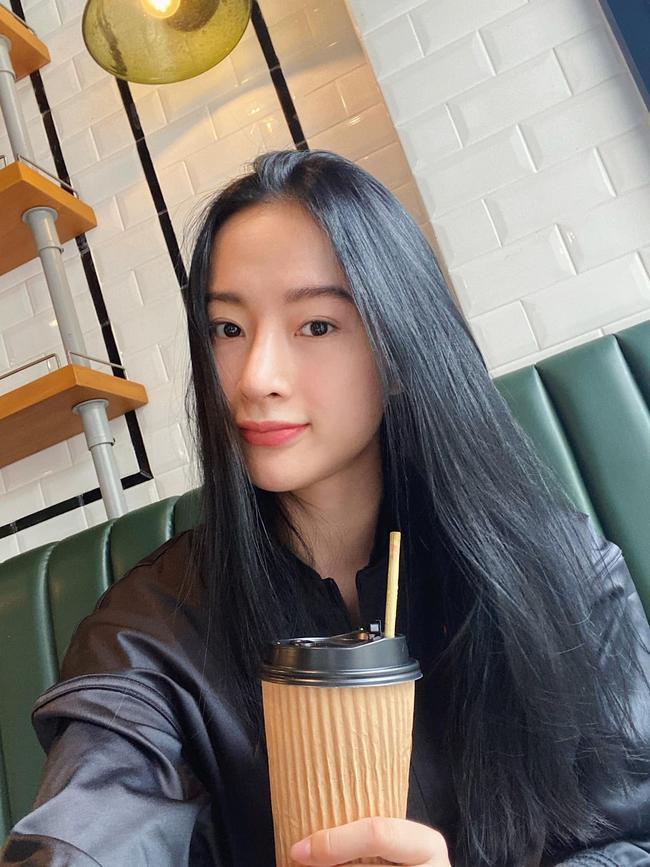 Angela Phương Trinh khoe nhan sắc mộc mạc trong bức hình mới.