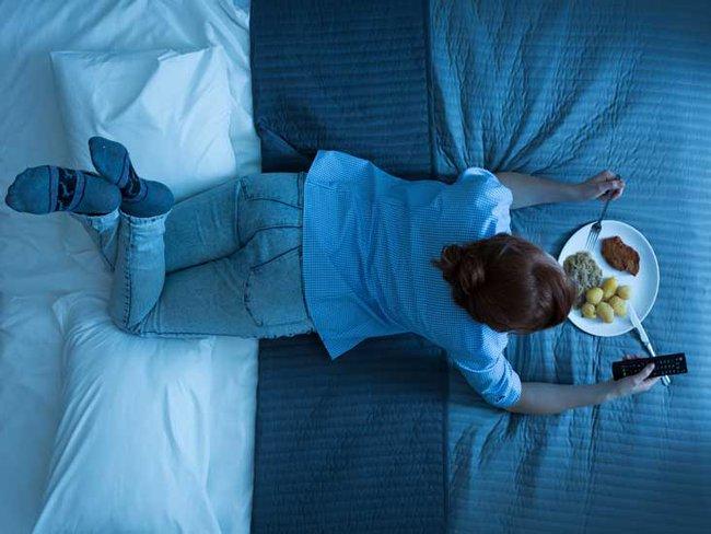 Trước giờ bạn vẫn cố ăn tối thật sớm để giảm cân nhưng một nghiên cứu cho thấy ăn muộn vẫn có thể giảm cân nếu tuân thủ điều này - Ảnh 2.