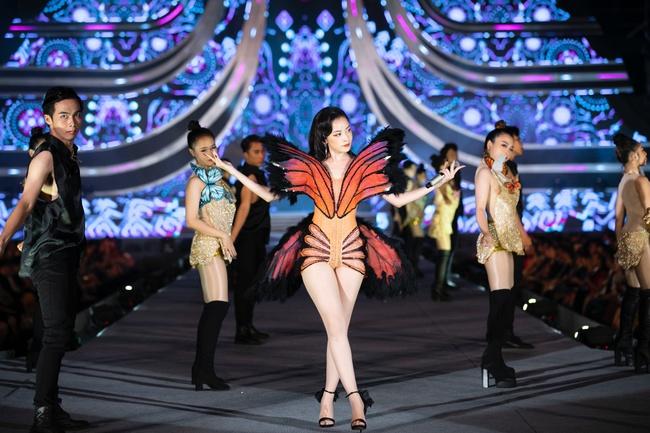 """Chi Pu khoe eo con kiến trong hình ảnh cô """"bướm đêm"""" mới lạ đầy gợi cảm hút mắt - Ảnh 3."""