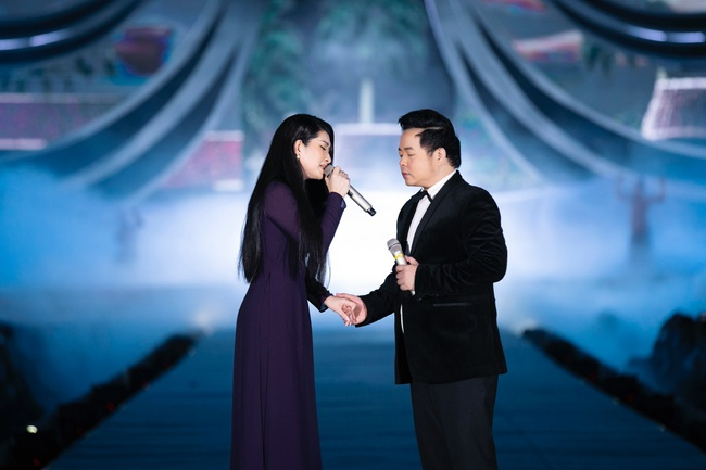 """Chi Pu khoe eo con kiến trong hình ảnh cô """"bướm đêm"""" mới lạ đầy gợi cảm hút mắt - Ảnh 14."""