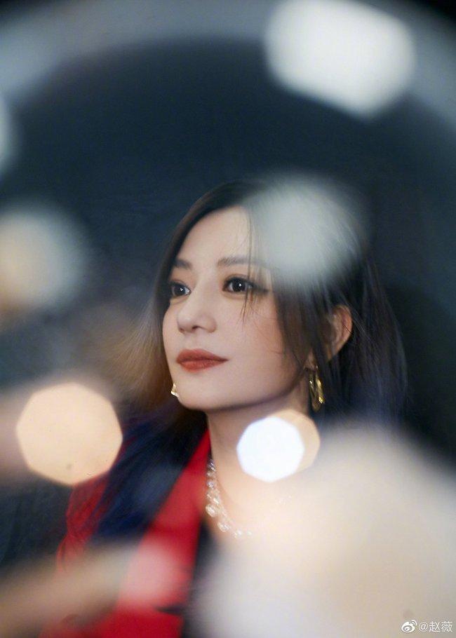 """Triệu Vy thân thiết ôm ấp """"chị chị em em"""" với Vương Âu, netizen bất ngờ gọi tên Dương Mịch - Ảnh 7."""