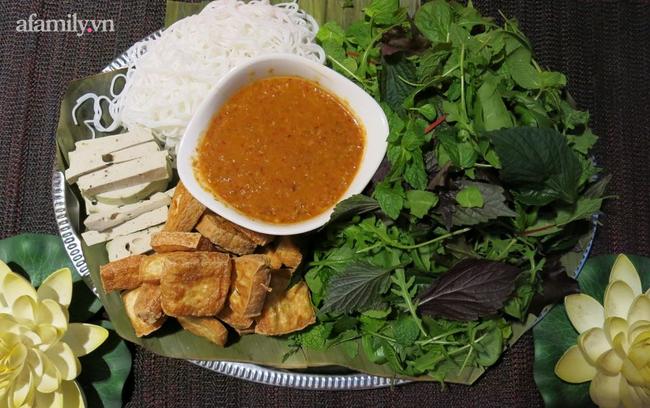 Học cách làm mắm nêm chay ngon đến ngỡ ngàng từ Food Blogger Liên Ròm - Ảnh 1.