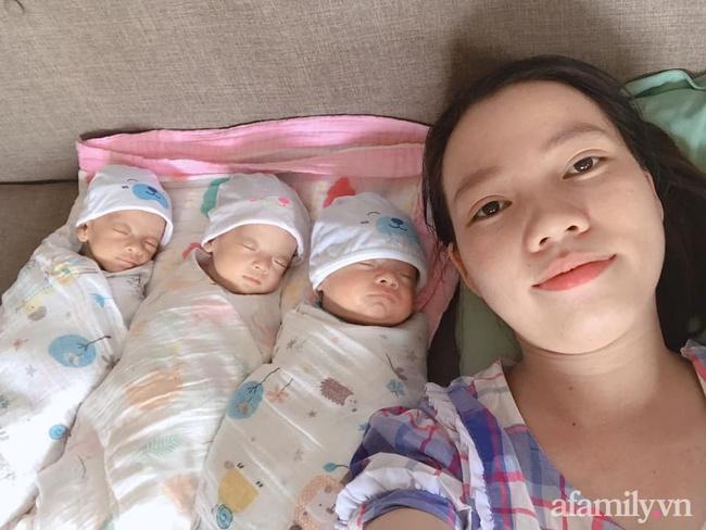 Mẹ trẻ mang thai 3 bụng rạn rướm máu ai nhìn cũng xót, sinh xong một mình chăm 3 bé nhiều lúc stress không muốn nhìn mặt con - Ảnh 1.