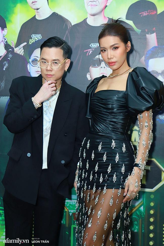 """Thảm đỏ """"cực nóng"""" của Rap Việt: Thúy Ngân, Diễm My 9X đọ sắc không """"hot"""" bằng sự xuất hiện của một cặp đôi Vbiz đang vướng tin đồn tái hợp  - Ảnh 2."""