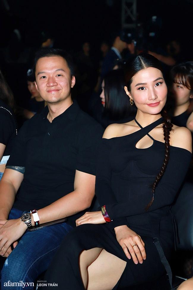 """Thảm đỏ """"cực nóng"""" của Rap Việt: Thúy Ngân, Diễm My 9X đọ sắc không """"hot"""" bằng sự xuất hiện của một cặp đôi Vbiz đang vướng tin đồn tái hợp  - Ảnh 6."""