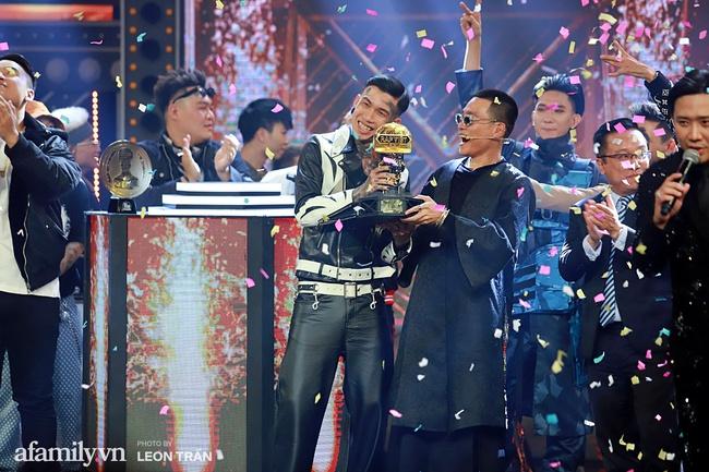 Rap Việt: Vượt mặt G.Ducky, Dế Choắt xuất sắc giành ngôi vị Quán quân
