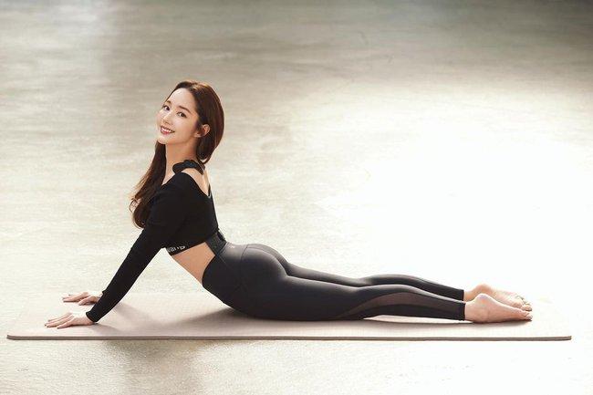 """Liên tục bị chê bai ngoại hình xuống cấp, """"tình cũ Lee Min Ho"""" Park Min Young gây chú ý với màn khoe vòng 3 căng tròn - Ảnh 2."""