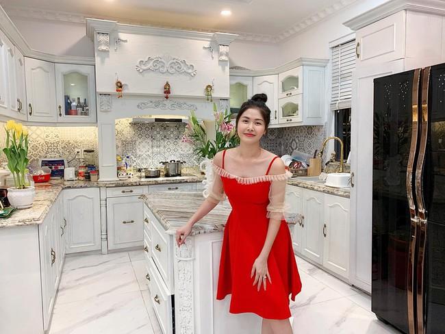 Từng phải ở trọ 3 triệu/tháng, vợ chồng Đăng Khôi giờ đã sở hữu loạt bất động sản bạc tỷ, kỷ niệm ngày cưới nam ca sĩ tặng bà xã hẳn shophouse 40 tỷ! - Ảnh 7.