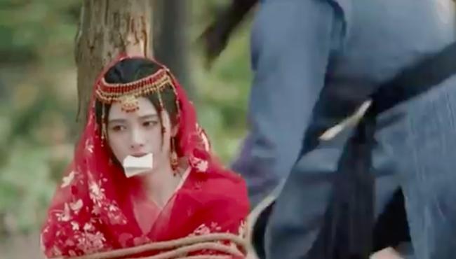 """Cúc Tịnh Y diễn cảnh bị bắt cóc mà """"đơ"""" đến mức vô lý, lập tức bị đưa vào nhóm """"hội chị em của Angelababy"""" - Ảnh 6."""
