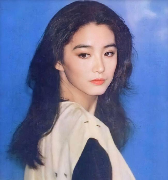 """Vẻ đẹp thời xuân sắc của """"đệ nhất mỹ nhân Hong Kong"""" Lâm Thanh Hà khiến các đàn em phải chịu thua - Ảnh 1."""