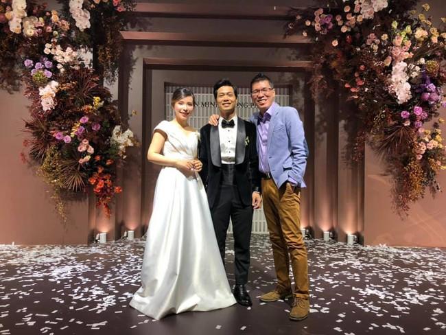 Khoảnh khắc siêu đáng yêu của cô dâu Viên Minh bên chú rể Công Phượng khi tan tiệc: Lộ vẻ mệt mỏi nhưng nhan sắc lại gây chú ý - Ảnh 2.
