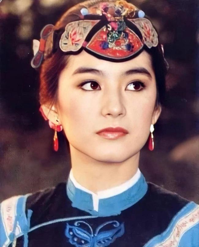 """Vẻ đẹp thời xuân sắc của """"đệ nhất mỹ nhân Hong Kong"""" Lâm Thanh Hà khiến các đàn em phải chịu thua - Ảnh 3."""