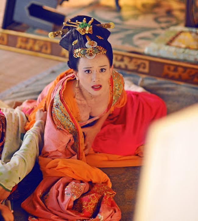 Hoàng hậu tài mạo song toàn có xuất thân ly kỳ: Ra đời từ mối quan hệ kỳ quặc, được 2 Hoàng đế sủng ái nhưng lại tư thông với nam sủng - Ảnh 4.