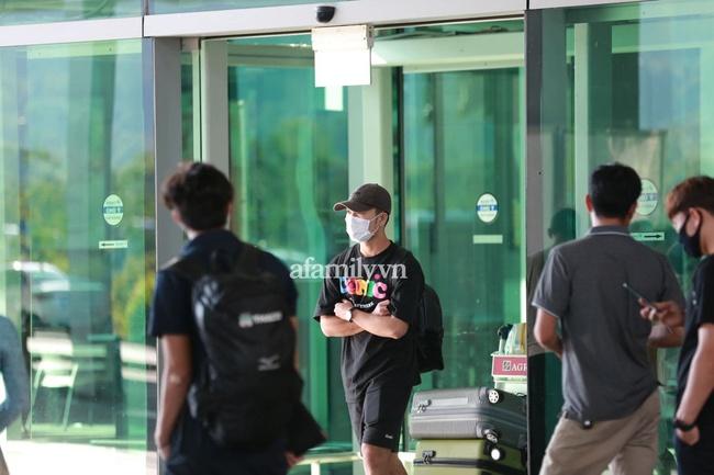 HOT: Xuân Trường, Minh Vương đã đến sân bay Phú Quốc, chuẩn bị về khách sạn dự đám cưới đồng đội Công Phượng - Ảnh 6.