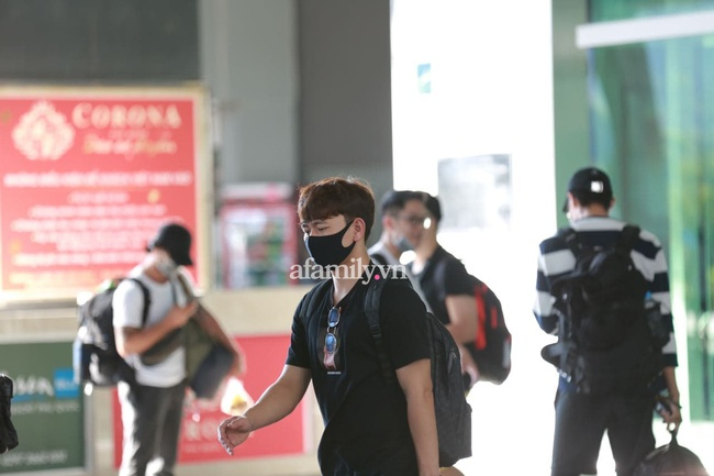 HOT: Xuân Trường, Minh Vương đã đến sân bay Phú Quốc, chuẩn bị về khách sạn dự đám cưới đồng đội Công Phượng - Ảnh 5.