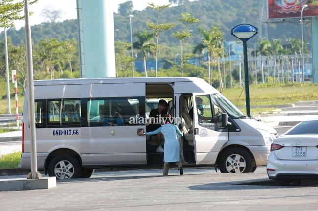 HOT: Xuân Trường, Minh Vương đã đến sân bay Phú Quốc, chuẩn bị về khách sạn dự đám cưới đồng đội Công Phượng - Ảnh 8.