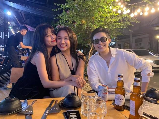 Đi tụ tập bạn bè cùng Hoàng Thùy Linh nhưng Gil Lê lại thân mật bên cô gái này hơn - Ảnh 4.