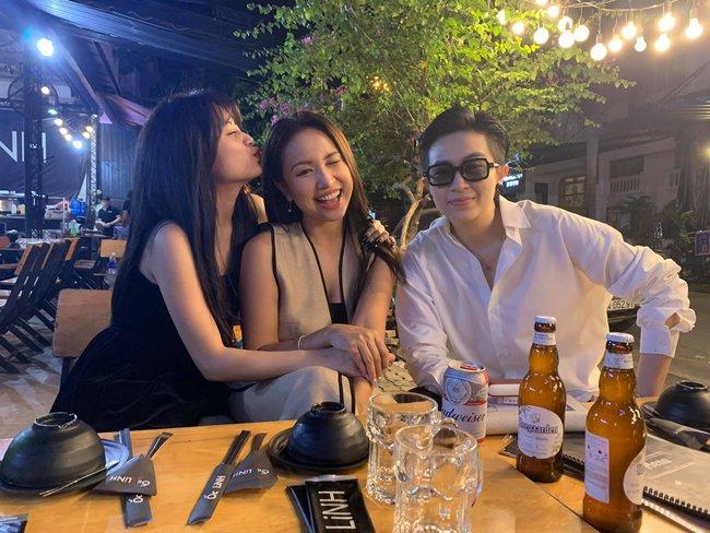 Đi tụ tập bạn bè cùng Hoàng Thùy Linh nhưng Gil Lê lại thân mật bên cô gái này hơn - Ảnh 3.