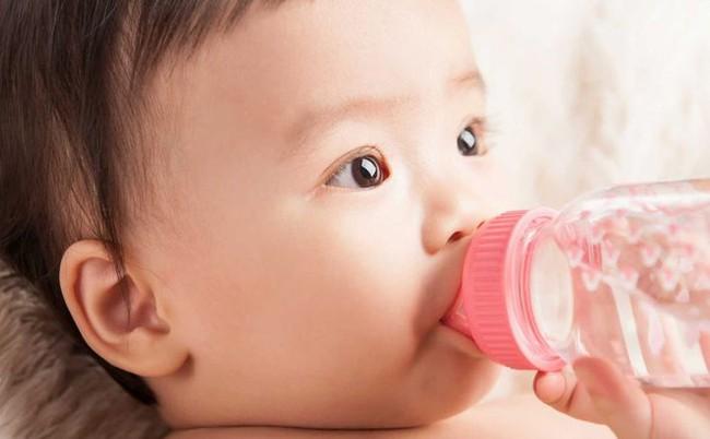 7 điều không nên làm khi trẻ dưới 3 tháng tuổi, nếu không sẽ gây nguy hiểm cho sự phát triển của trẻ - Ảnh 3.
