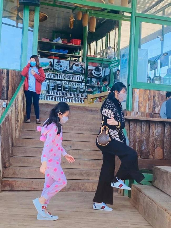 Con gái Thủy Tiên mới 7 tuổi đã sở hữu chân dài thẳng tắp giống mẹ, nhìn cách nuôi con của nữ ca sĩ có nhiều điều đáng học hỏi - Ảnh 10.