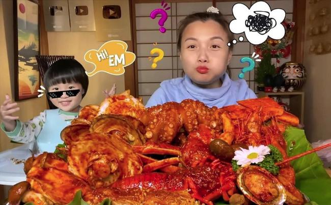 """Hot mom Quỳnh Trần JP vinh dự được mời trải nghiệm ẩm thực trên truyền hình Nhật Bản, nhóc Sa cũng hớn hở """"đi ké"""" - Ảnh 4."""
