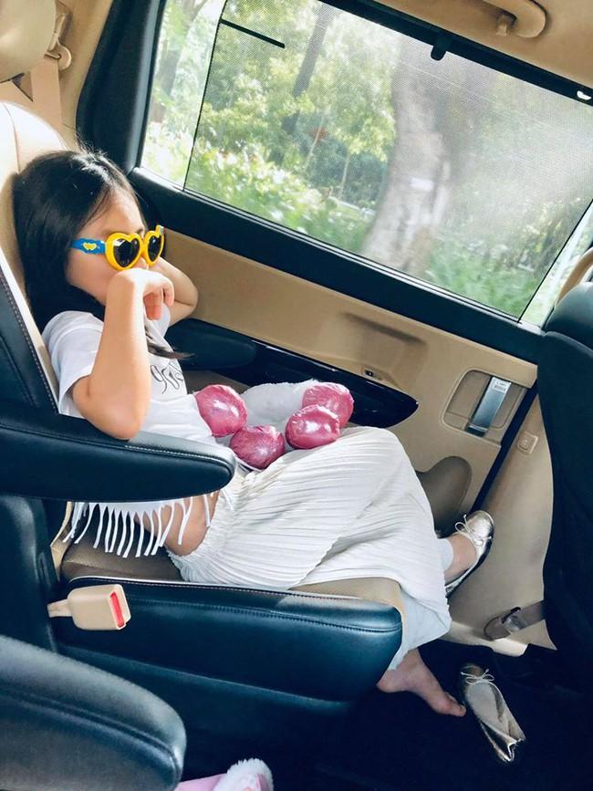 Con gái Thủy Tiên mới 7 tuổi đã sở hữu chân dài thẳng tắp giống mẹ, nhìn cách nuôi con của nữ ca sĩ có nhiều điều đáng học hỏi - Ảnh 5.