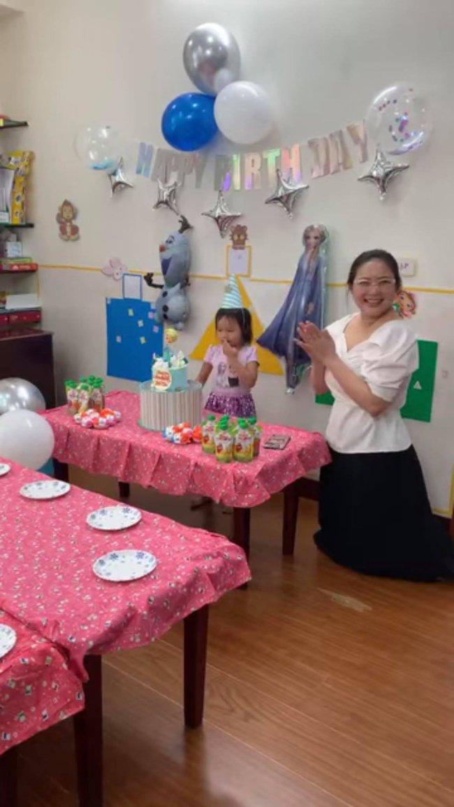 """Phan Như Thảo tiếp tục bị chê bai vừa béo vừa già, """"như hai bà cháu"""" khi ngồi cạnh con gái - Ảnh 2."""