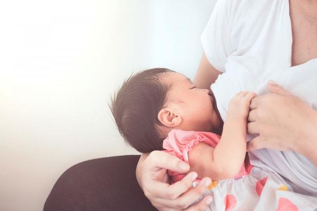 4 sai lầm khi chăm sóc trẻ sơ sinh cha mẹ cần tránh - Ảnh 2.
