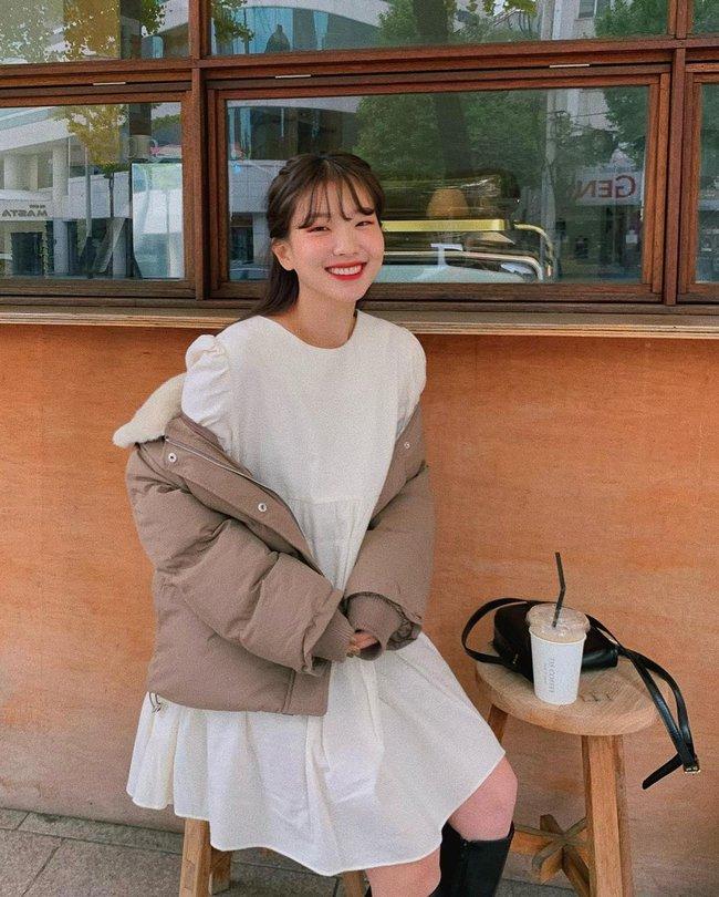 5 kiểu áo cứ khoác ngoài váy trắng là tạo nên set đồ xịn đẹp từ công sở ra phố - Ảnh 5.
