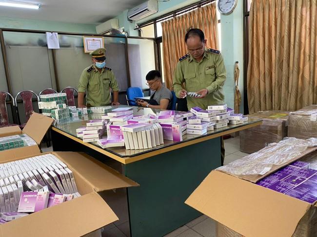 """Hà Nội: Một chủ cơ sở lập Facebook """"ảo"""" thu mua thuốc kháng sinh rồi phân phối đi các tỉnh - Ảnh 1."""