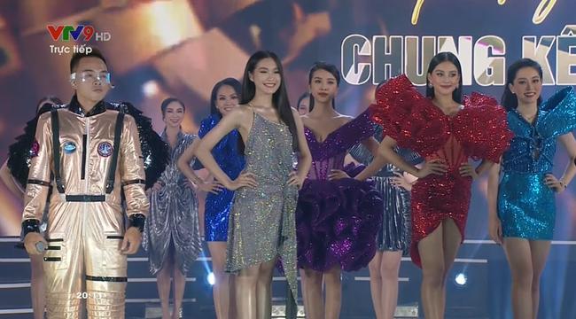 Trực tiếp Chung kết Hoa hậu Việt Nam 2020 - Ảnh 2.