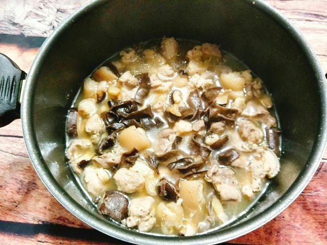 """Món ăn """"làm nửa tiếng, chén cả tuần"""" dành cho người bận rộn: Kết hợp cùng cơm nóng và dưa chua, đảm bảo vừa đủ chất vừa ngon quên sầu! - Ảnh 7."""