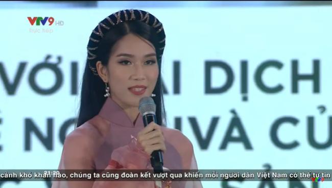Trực tiếp Chung kết Hoa hậu Việt Nam 2020: Thí sinh top 35 gây ấn tượng với màn thuyết trình song ngữ - Ảnh 2.