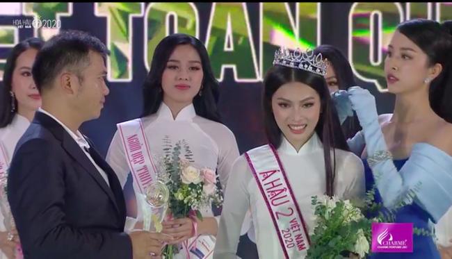 Trực tiếp Chung kết Hoa hậu Việt Nam 2020: Hai Á hậu chính thức lộ diện - Ảnh 3.