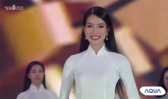 Trực tiếp Chung kết Hoa hậu Việt Nam 2020: Hai Á hậu chính thức lộ diện - Ảnh 2.