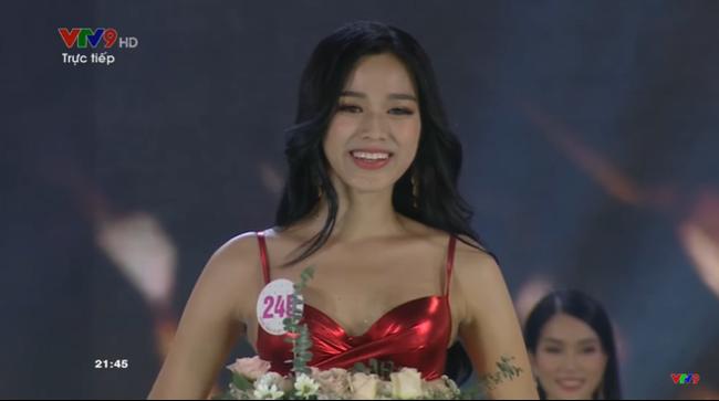 """Trực tiếp Chung kết Hoa hậu Việt Nam 2020: Lộ diện top 15 sau màn trình diễn bikini """"bốc lửa"""" - Ảnh 3."""