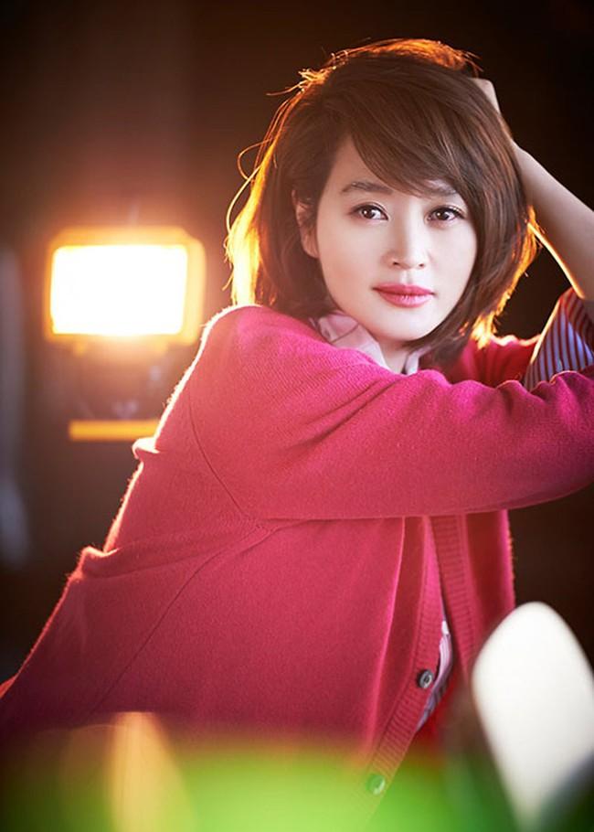 BXH người nổi tiếng được yêu thích nhất năm 2020 tại Hàn Quốc: Hyun Bin xuất sắc vượt mặt Song Joong Ki - Song Hye Kyo, vị trí số 1 ai cũng tán đồng - Ảnh 7.